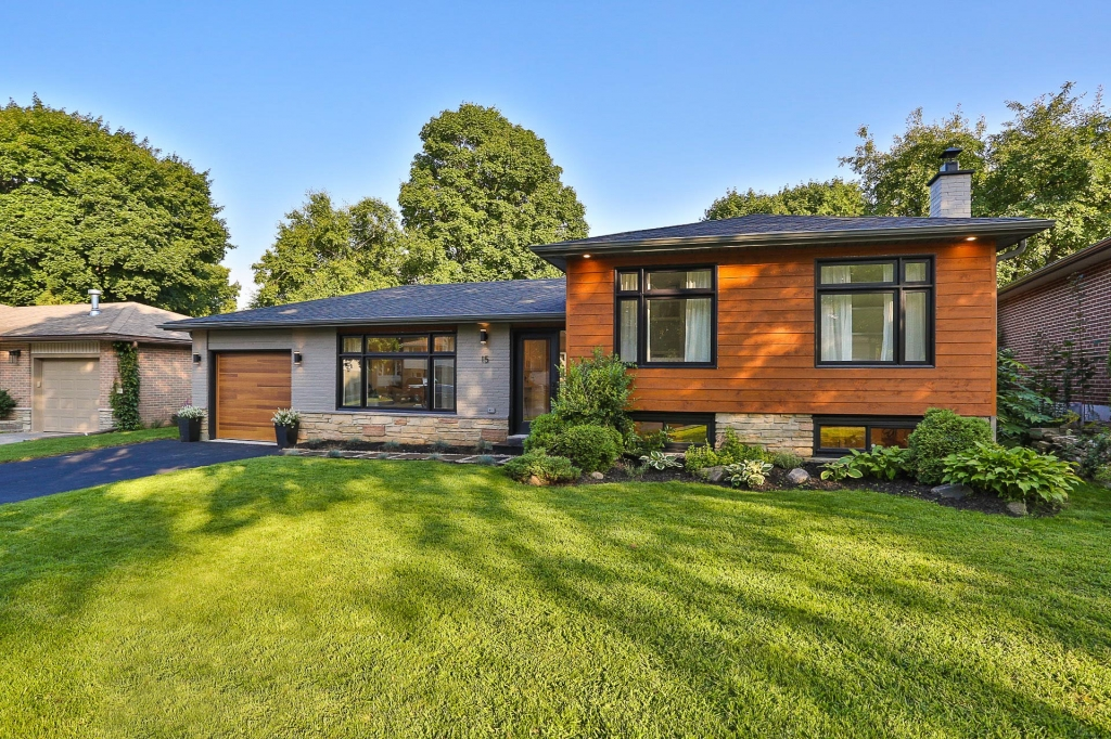 Real Estate Listing 15 Meadowland Ave. Barrie L4N2Y3