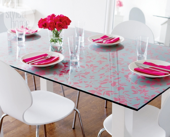 Wallpaper in Table