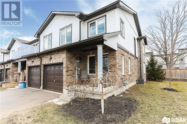 Real Estate Listing 17 -  90 SOVEREIGN'S Gate Barrie L4N0Y9